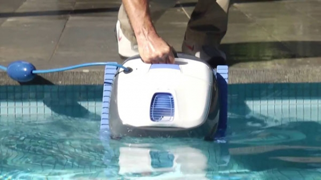 Робот-очиститель Dolphin S 100